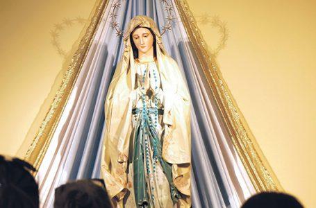 Tęczowa Maryja obraża?