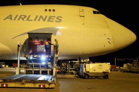 Pół miliona masek z podarowanych przez Chiny wylądowało w Belgii na trasie do Włoch, kolejne w drodze